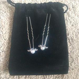 Jewelry - Set of 2 flower bobby pins